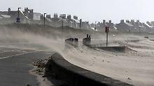 Wohnwagen über Klippe geweht: Sturm Ali wütet über Irland und Schottland