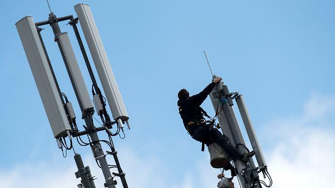 Der 5G-Mobilfunkstandard benötigt sehr viel mehr Masten: Wer bezahlt den Netzausbau?