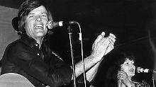 Sänger Dean Reed lebte bis zu seinem Tod in der DDR, hier gibt er im Jahr 1967 ein Konzert in Westberlin.