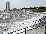 Bis zu zehn Meter hohe Wellen: Sturm legt Fährverkehr auf Nordsse lahm