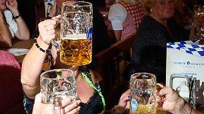 Eine Maß für 11,50 Euro: Wiesnwirte verteidigen steigende Bierpreise