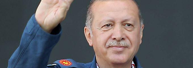 Kuschelkurs mit Deutschland?: Erdogan lobt Angela Merkel