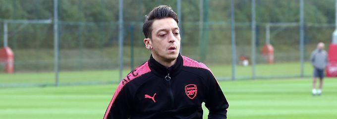 Kein Besuch beim Training: Arsenal verhindert Löws Aussprache mit Özil