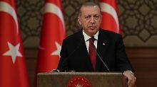 Zu Besuch in Berlin: Erdogan muss Kreide fressen