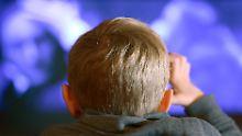 Maximal zwei Stunden pro Tag: Zu viel Bildschirmzeit macht Kinder dümmer