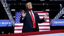 """Im Wahlkampf-Modus: Donald Trump bekennt in Wheeling seine """"Liebe"""" zu Kim Jong Un."""