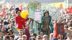 Riesige Party am Hambacher Forst: Aktivisten zimmern schon neue Baumhäuser