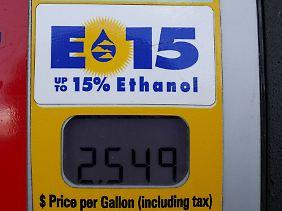 Da Ethanol in den USA billiger als Rohöl ist, könnte dank E15 der Benzinpreis sinken.