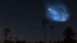 Nach Start einer SpaceX-Rakete: Blaue Wolke am Nachthimmel irritiert Kalifornier