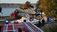 17 Verletzte: Vollbesetzter Regioexpress rammt Lastwagen