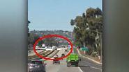 Auf befahrenem Highway aufgesetzt: Motorprobleme zwingen Pilot zu beeindruckender Notlandung