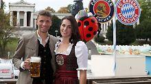 Bayern-Spieler nimmt's mit Humor: Thomas Müllers Ehefrau schießt gegen Kovac