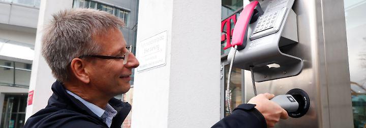 Tanken an der Telefonzelle: Telekom lädt jetzt Elektroautos auf