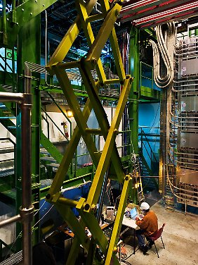 Seit dem 7. November läuft die gigantische Maschine am Cern mit Blei-Ionen statt Protonen auf Hochtouren.