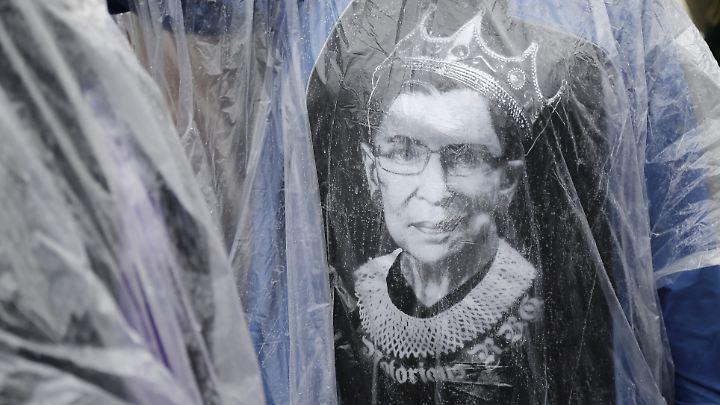 Ruth Bader Ginsburg gilt als Ikone der Linken und wird von Fans auch auf T-Shirts getragen.