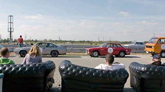 """Steilkurven, schräge Typen, skurrile Fragen: Youngtimer-Rallye """"Creme 21"""" scheidet Leute humorvoll"""