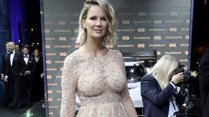 Haben Sie nicht etwas vergessen, Monica Ivancan? Das Model war beim Ankleiden vielleicht in Eile.