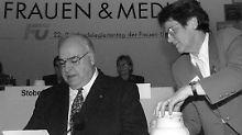 Rita Süssmuth und Bundeskanzler Helmut Kohl im November 1997. Die CDU-Politikerin war Professorin für Erziehungswissenschaft, von 1985 bis 1988 Familienministerin und anschließend Präsidentin des Deutschen Bundestages.