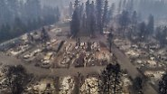 Luftbilder aus Kalifornien: Waldbrände hinterlassen ganze Ortschaften in Schutt und Asche