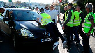 """Eine Tote bei Protesten in Frankreich: """"Gelbe Warnwesten"""" prangern hohe Spritpreise an"""