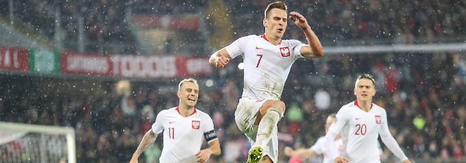 Arkadiusz Milik (m.) erzielte den wertvollen Ausgleichstreffer für Polen gegen Portugal.