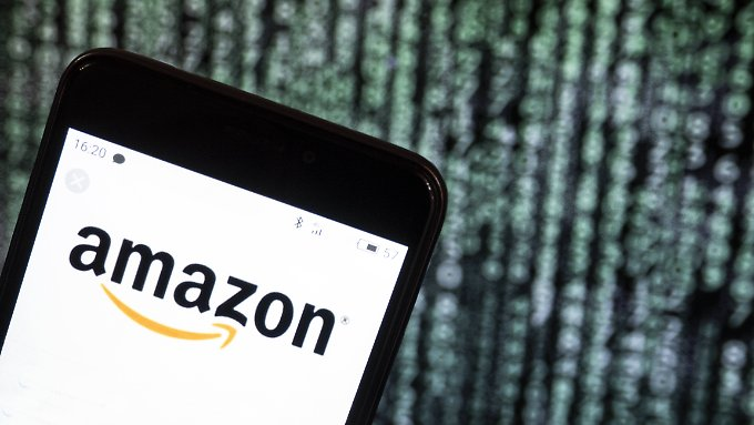 Amazon has published customer names and mailing addresses. The problem is solved, they say.