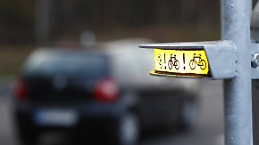 Kampf gegen tödliche Radunfälle: Blinklicht warnt Lkw-Fahrer beim Abbiegen