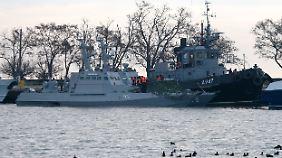 Poroschenko verhängt Kriegsrecht: Russische Marine rammt und beschießt ukrainische Schiffe