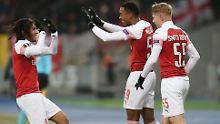 Die jungen Wilden Matteo Guendouz, Joe Willock und Emile Smith Rowe (v.l.n.r.) zelebrieren den Arsenal-Sieg in Kiew.