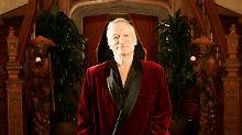 """Nachlass des """"Playboy""""-Gründers: Fan ersteigert Hugh Hefners """"Viagra-Ring"""""""