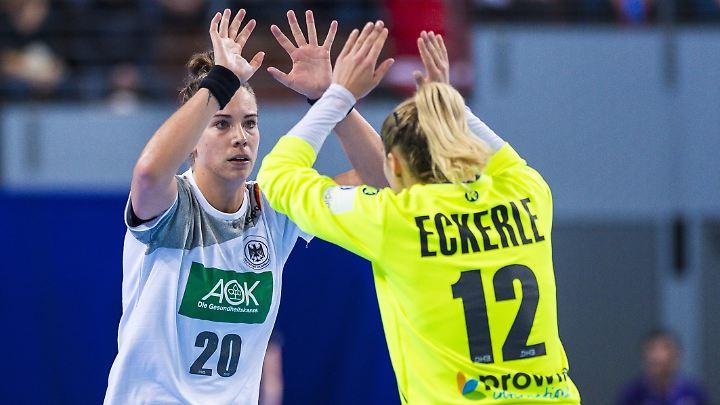 Torfrau Dinah Eckerle (r.) zeigte gegen Tschechien ihre beste Turnierleistung.