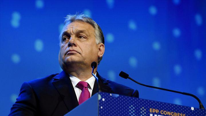 Viktor Orban hat mit seiner Unterschrift das umstrittene Medien-Konglomerat abgesegnet.