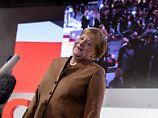 Merkel zeigt sich vor der mit Spannung erwarteten Abstimmung um ihre Nachfolge gelassen.