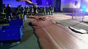 Kaum zu glauben, aber wahr: Eine Tonne Schokolade verklebt Straße vor Pralinenfabrik