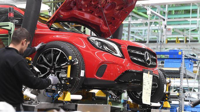 Weltweit mehr als 180.000 verkaufte Fahrzeuge im Monat: Blick ins Daimler-Werk Rastatt.