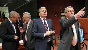 """""""Wir sehen keinen Grund für sofortiges Handeln"""", gibt Eurogruppen-Chef Jean-Claude Juncker die Richtung vor."""