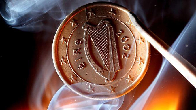 Formell gebilligt: Irland schlüpft unter Rettungsschirm