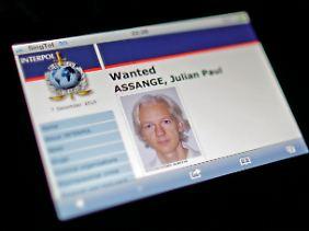 Assange wurde von Interpol mit internationalem Haftbefehl gesucht.