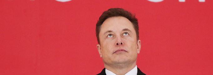 Tesla-Chef Elon Musk soll zuletzt gewarnt haben, dass die Barmittel des Unternehmens nur noch für zehn Monate ausreichen.