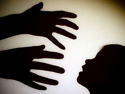 Zahl mutmaßlicher Opfer steigt: Kinder unter Narkose missbraucht?