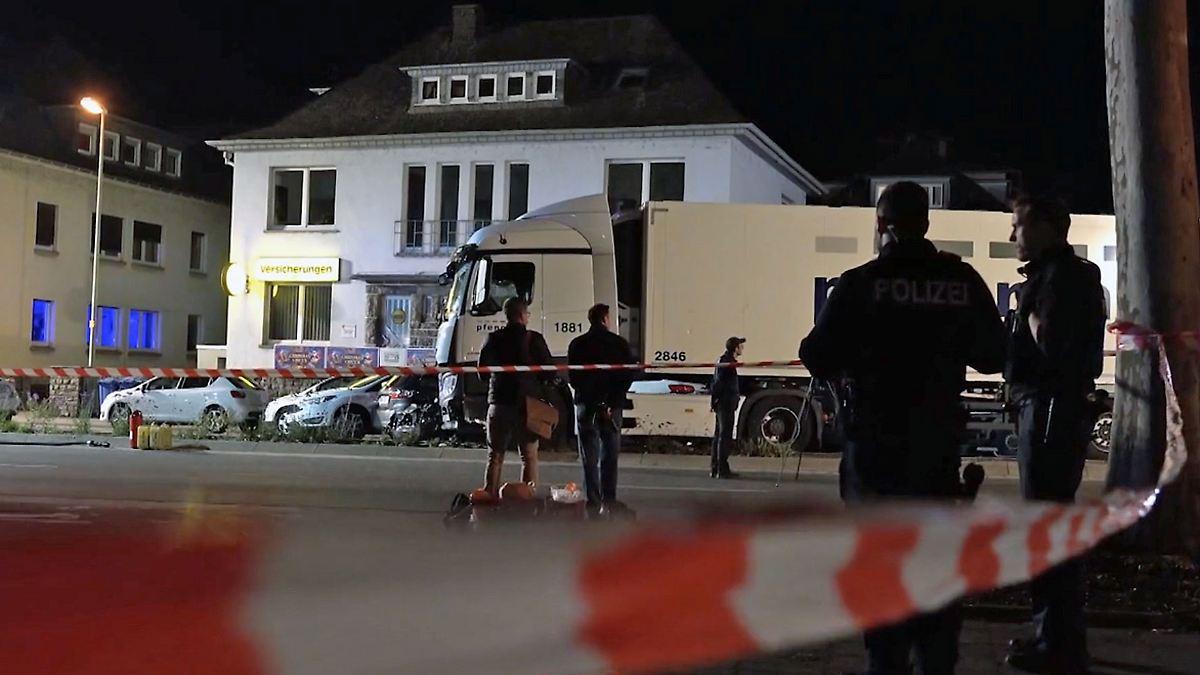 Gestohlener Lkw rammt mehrere Autos in Limburg