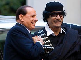 Männer-Freundschaft: Silvio Berlusconi und Muammar al-Gaddafi