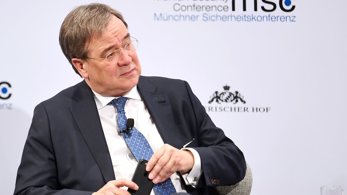 Laschet kritisiert Merkels Europapolitik