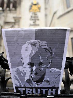 Assange bekommt langsam märtyrerhafte Züge.