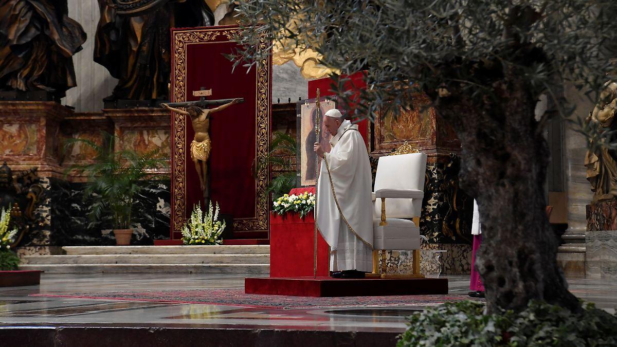 Messe Petersdom Live