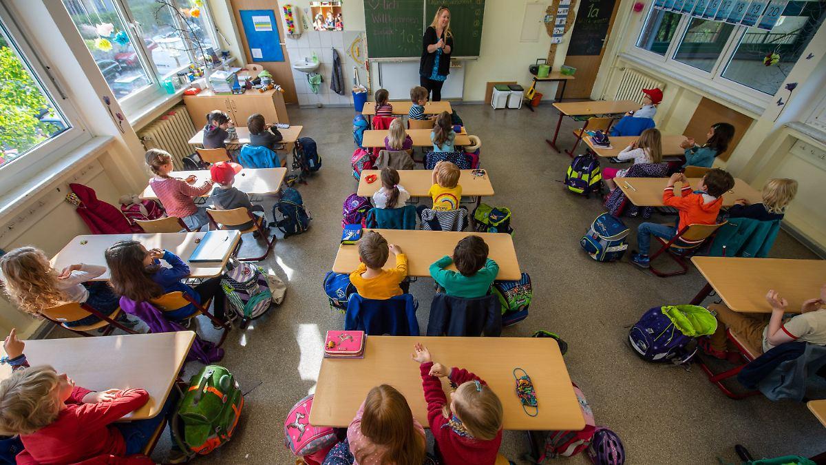 Drosten für Öffnung von Schulen und Kitas