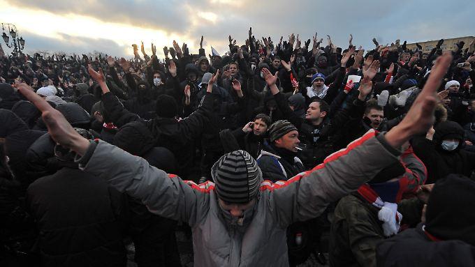 """Hooligan-Hatz auf Ausländer in Russland: """"Tötet – tötet die Kaukasier"""""""