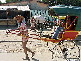 Rikschas sind auf Madagaskar ein verbreitetes Transportmittel.