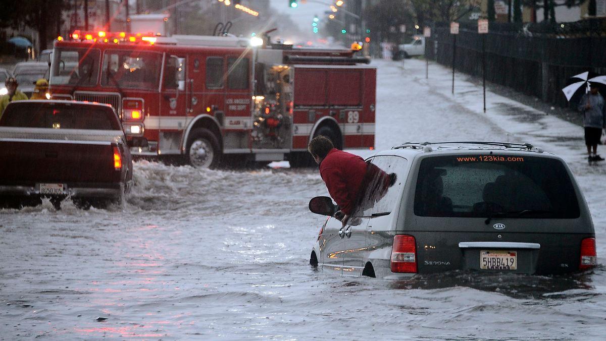 berschwemmungen zu weihnachten kalifornien k mpft mit. Black Bedroom Furniture Sets. Home Design Ideas