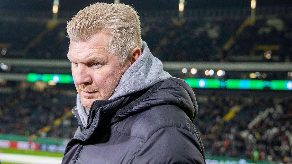 Ratloser Umgang mit Trainer Rose:Effenberg keift gegen BVB und Gladbach - n-tv NACHRICHTEN